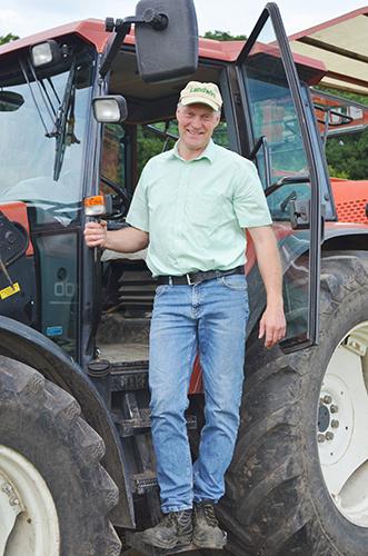 Jürgen Nülle steigt aus Traktor